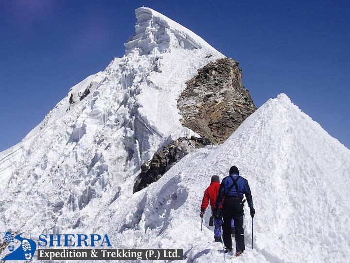 Lobuche Peak Climbing6,119m/(20,075ft)
